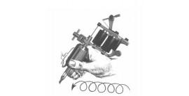 La bonne façon de tenir la machine à tatouer